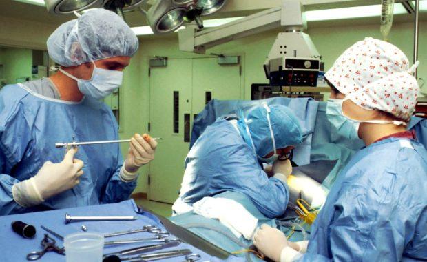 Evitar riesgos durante el aprendizaje de estudiantes de medicina en quirófanos